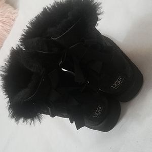 💗UGG Bailey Bow 2 Girls Boots Size1💗